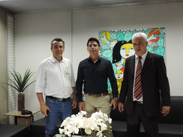 Foto - Prefeito Aristeu, vereador Júlio e o Deputado Cabo Almir. foto - jb santos